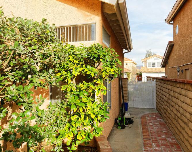 Sunny Santa Clarita Home